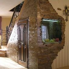 Дизайн интерьера искусственным камнем в помещениях
