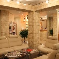 Дизайн интерьера декоративным камнем - оригинальный элемент в оформлении
