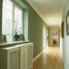 Дизайн интерьера длинного коридора: правильный функционал
