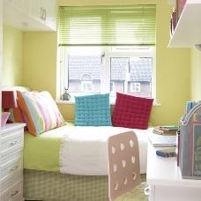 Грамотный и практичный дизайн интерьера маленькой детской комнаты
