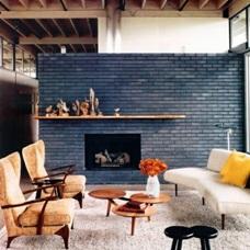 Современный дизайн интерьера с кирпичной стеной