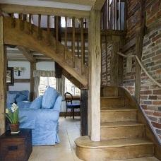 Дизайн интерьера лестницы в доме – какой лучше?