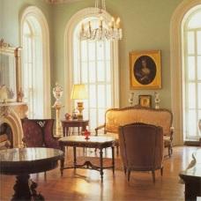 Классицизм в дизайне интерьера: его отличительные особенности в современности
