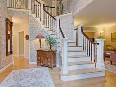 Дизайн интерьера холла с лестницей
