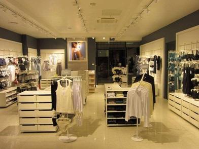 дизайн интерьера магазина женской одежды