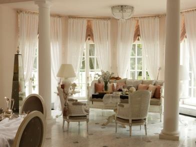 Дизайн интерьера гостиной с эркером