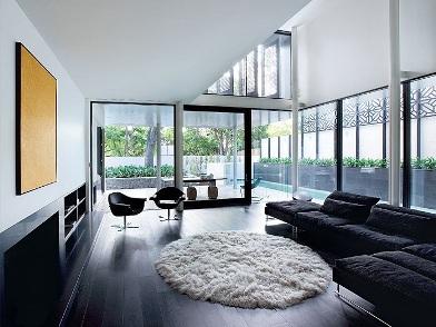 Дизайн интерьера с темным полом в гостиной