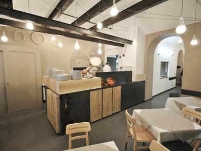 Дизайн интерьера с балками в столовой