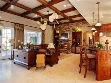Дизайн интерьера с балками в гостиной