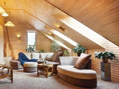 Дизайн интерьера мансарды деревянного дома в комнату отдыха