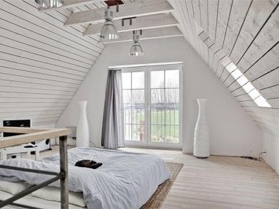 классический дизайн интерьера мансарды деревянного дома