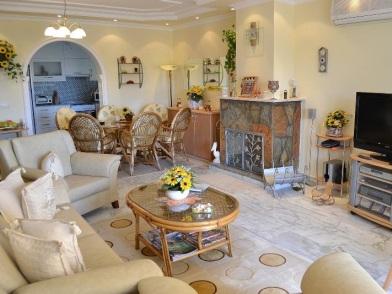 турецкий дизайн интерьера с диваном