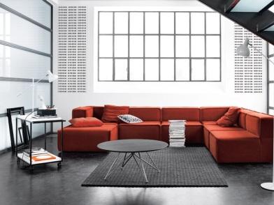 датский дизайн интерьера с диваном