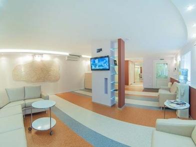 Дизайн интерьера медицинского центра с телевизором