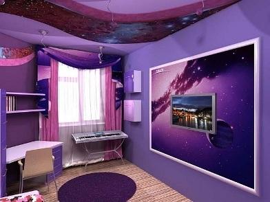 Фиолетовый цвет в дизайне интерьера с телевизором