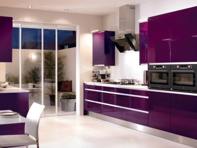 Фиолетовый цвет в дизайне интерьера кухни в квартире