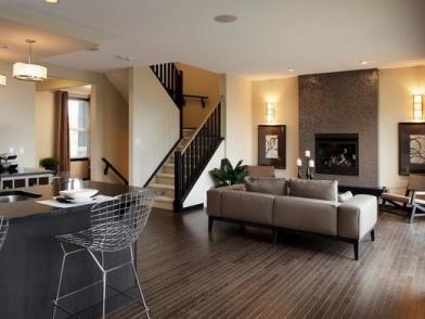 дизайн интерьера гостиной с лестницей на второй этаж