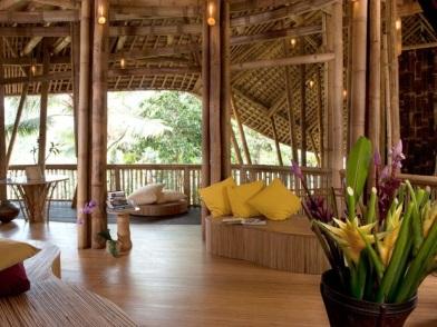 Бамбук в дизайне интерьера загородного дома