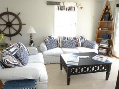 Дизайн интерьера в морском стиле с мягкой мебелью